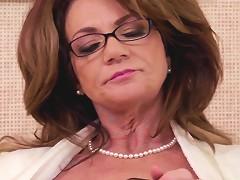 Classy Squirting Pornstar Cougar Deauxma
